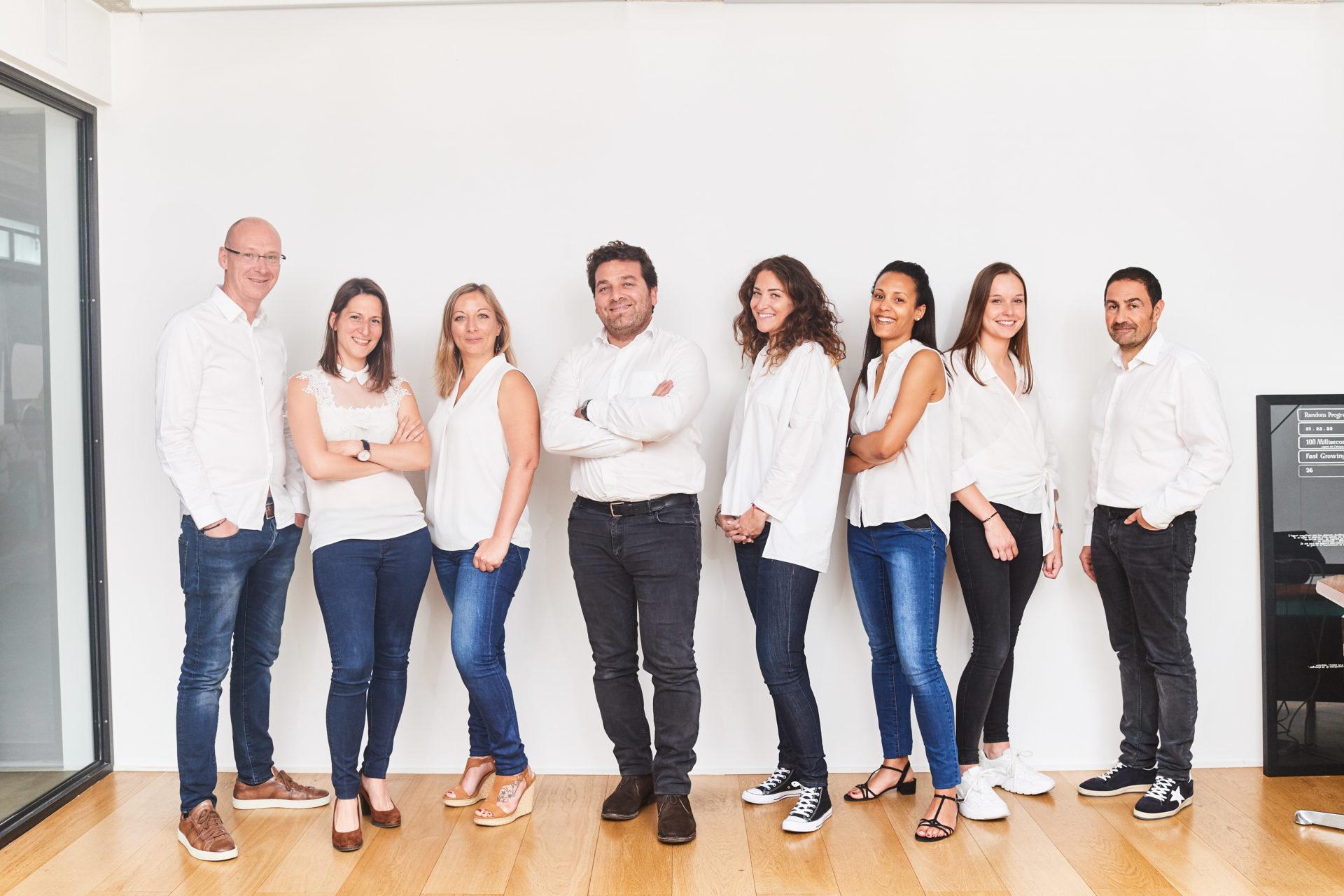Melissa Simba, Ségolène Vuillaume, Anouk Hirschfeld, Stéphane Benaym, Yves Brami, David Carion, Jade Raedemaecker dans les bureaux d'e-maprod, situés rue Faider 15 à Bruxelles