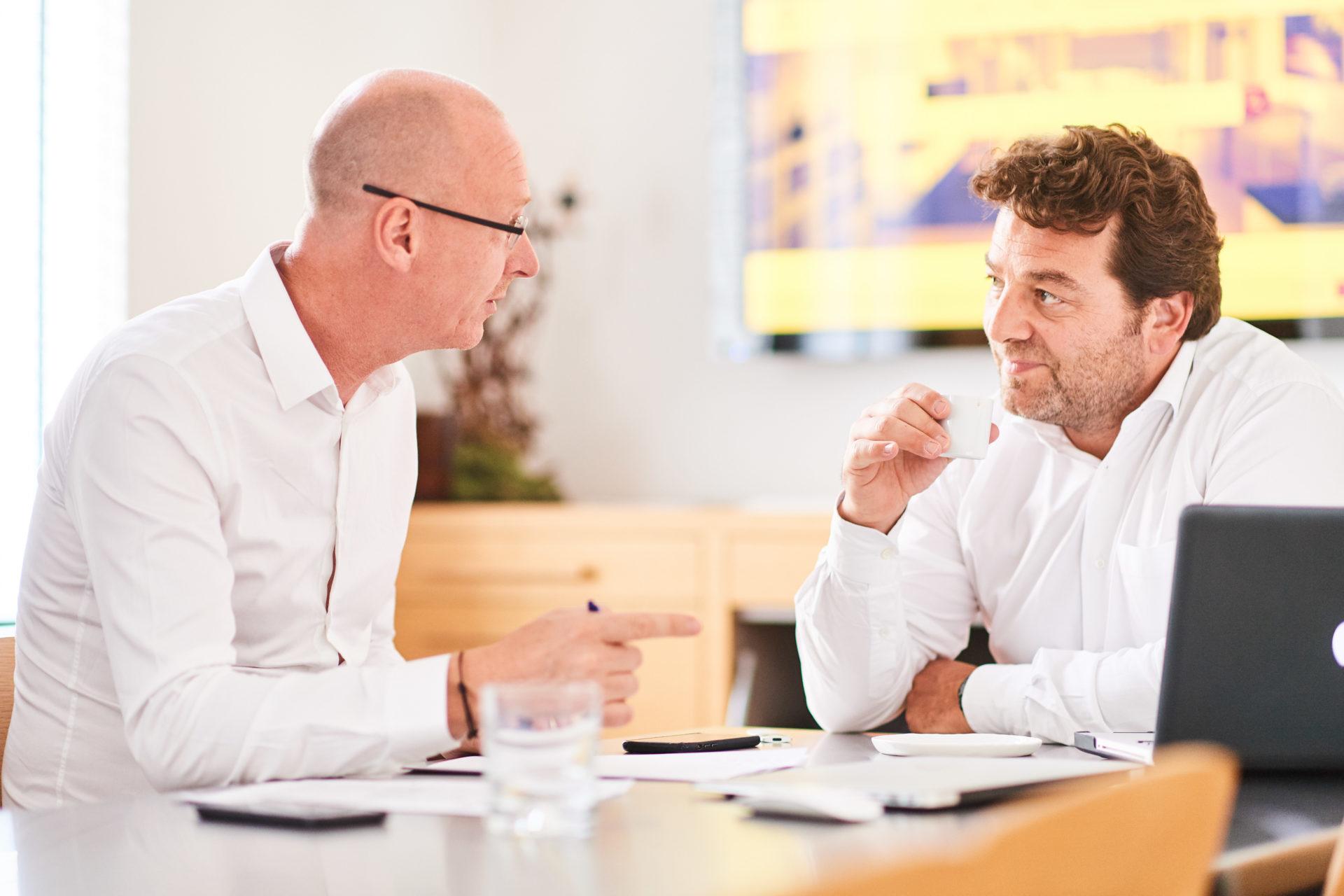 David Carion et Stéphane Benaym en réunion chez e-maprod